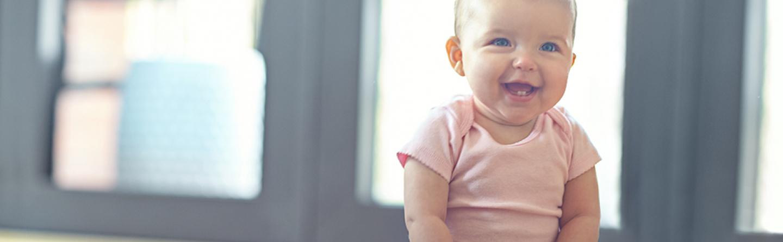baby sitzen ab wann kann darf ein baby sitzen wie helfen. Black Bedroom Furniture Sets. Home Design Ideas